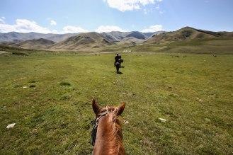 Horse trek to Song Kol